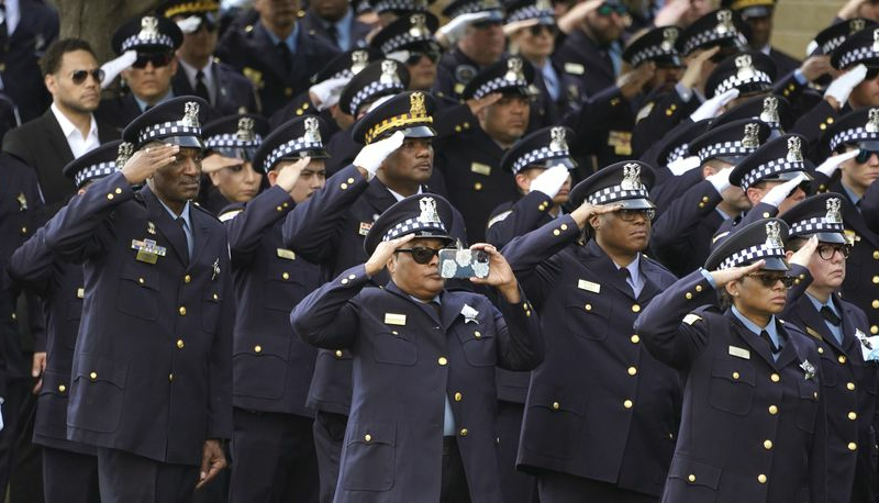 Chicago: Hundreds arrive for funeral of slain Chicago police officer