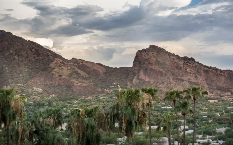 Phoenix: Woman found dead after hiking Camelback Mountain