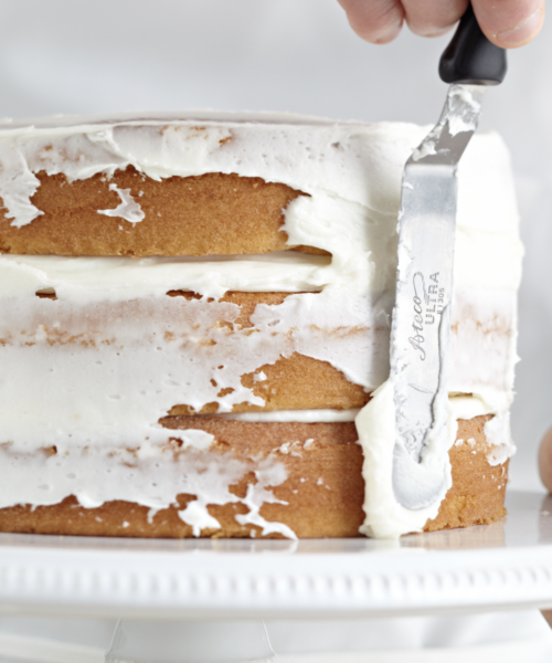 How Much Frosting Do You Need to Decorate a Cake?